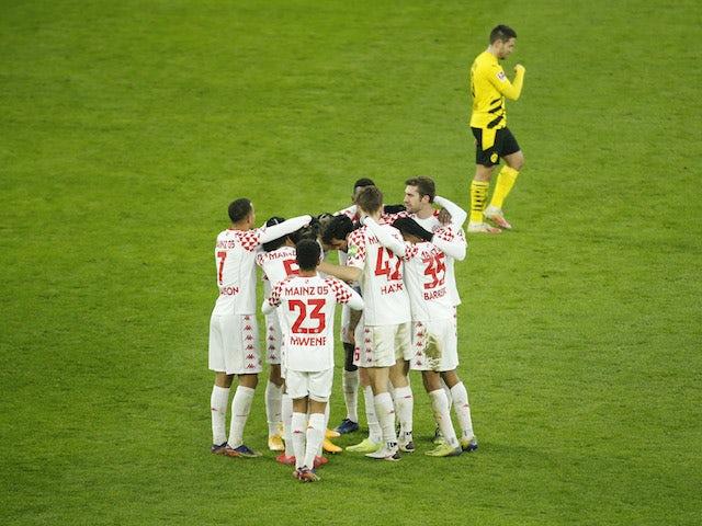 Mainz 05's Levin Oztunali celebrates scoring their first goal with teammates against Borussia Dortmund on January 16, 2021