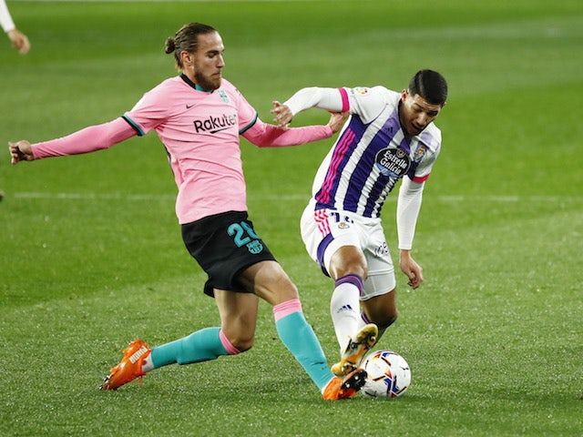 Barcelona's Oscar Mingueza in action with Real Valladolid's Marcos de Sousa in La Liga on December 22, 2020