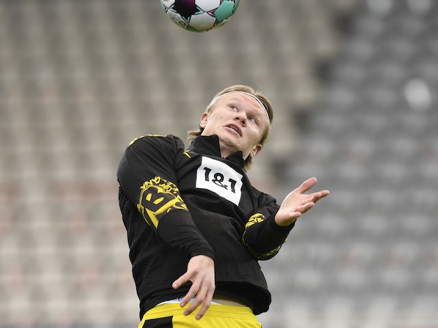 Erling Braut Haaland warms up for Borussia Dortmund on February 6, 2021