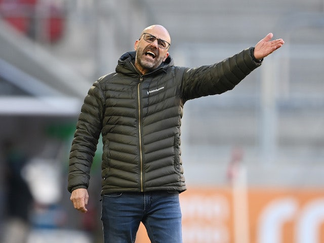 Bayer Leverkusen coach Peter Bosz pictured on February 21, 2021