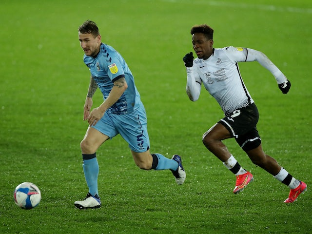 Swansea City's Jamal Lowe in action with Coventry City's Kyle McFadzean in the Championship on February 24, 2021