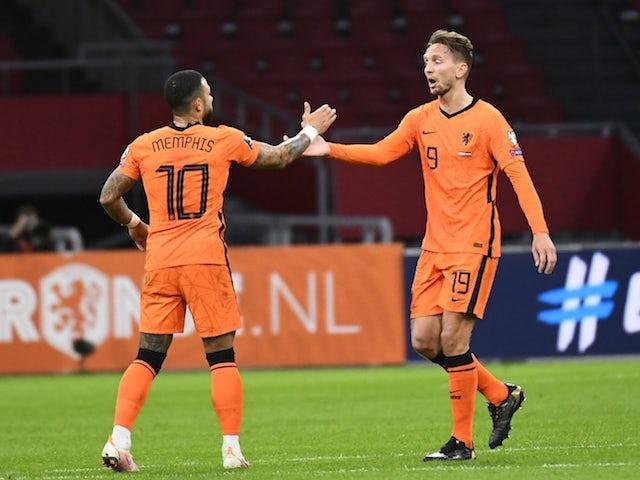 Olandezul Luke de Jong a sărbătorit marcarea celui de-al doilea gol al său cu Memphis Depay pe 27 martie 2021