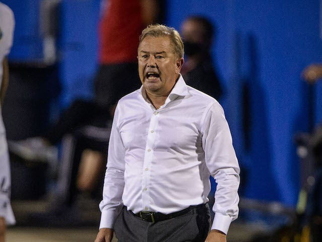 Minnesota United head coach Adrian Heath yells to his team during the second half between FC Dallas and the Minnesota United at Toyota Stadium in August 2020