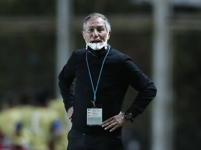 Santos coach Ariel Holan during the match on April 6, 2021