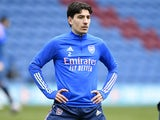 Hector Bellerin warms up for Arsenal on March 6, 2021