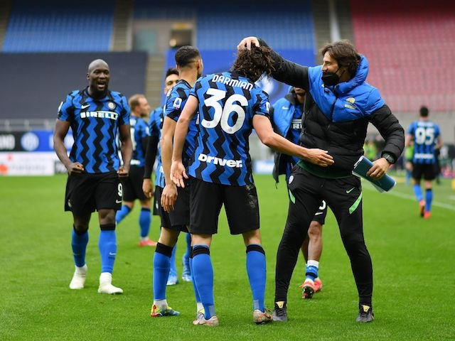 Inter Milan's Matteo Darmian celebrates scoring against Cagliari on April 11, 2021