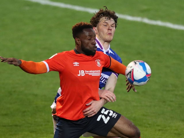 Luton Town's Kazenga Lua Lua in action with Reading's Thomas Holmes in the Championship on April 21, 2021