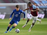 Chelsea's Mason Mount in action with West Ham United's Issa Diop in the Premier League on April 24, 2021