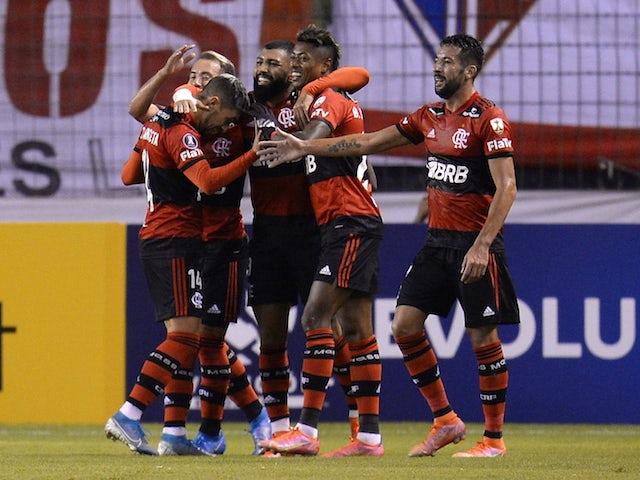 Bruno Lopez, do Flamengo, comemora o segundo gol com os companheiros no dia 4 de maio de 2021