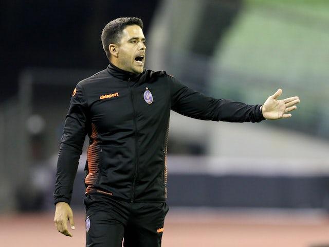 Deportivo La Guaira coach Daniel Farias during the match on April 21, 2021