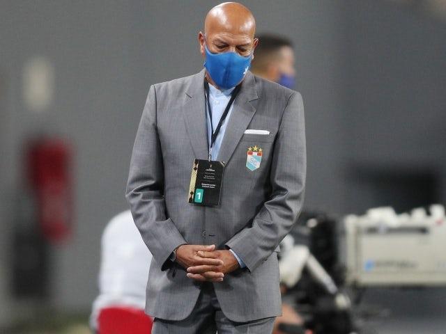 Sporting Cristal coach Roberto Mosquera on April 20, 2021
