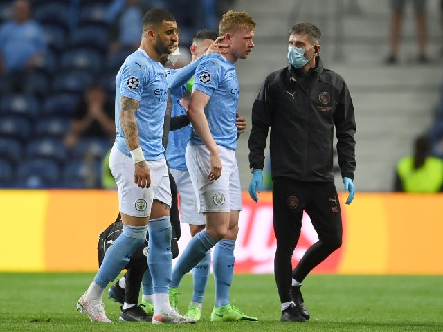 Manchester City's Kevin De Bruyne goes off injured against Chelsea in the Champions League final on May 29, 2021