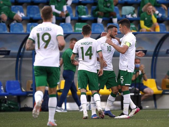Troy Parrott de la República de Irlanda celebra el gol contra Andorra en un partido amistoso el 3 de junio de 2021