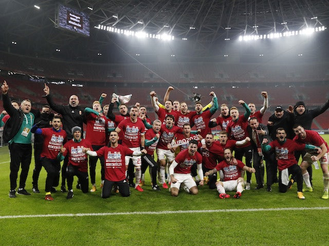 Hungary players celebrate qualifying for Euro 2020 in November 2019
