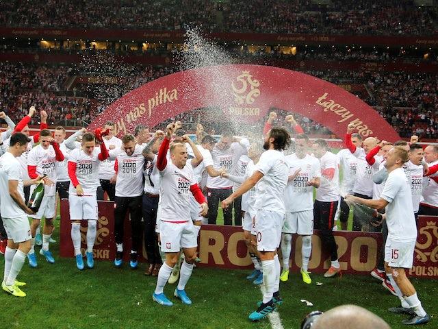 Polscy gracze świętują kwalifikacje do Euro 2020 w październiku 2019 r.