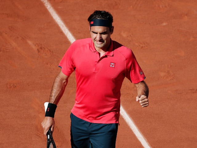 Roger Federer eases into second round of French Open