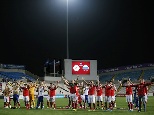 Russia players celebrate qualifying for Euro 2020 in October 2019