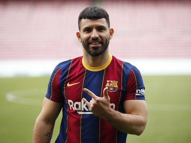Barcelona's new signing Sergio Aguero poses during his presentation on May 31, 2021