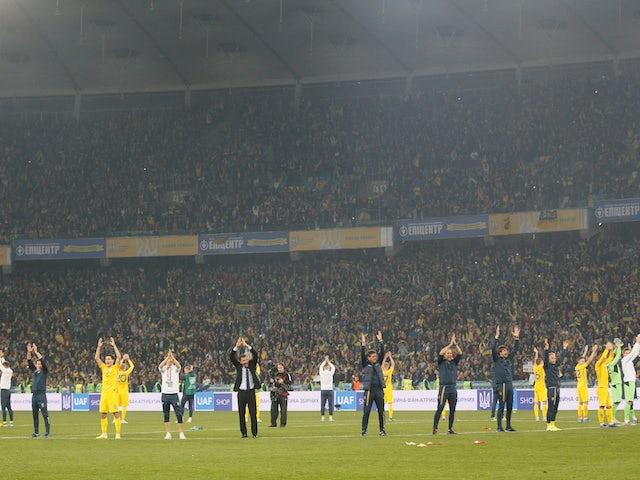 Гравці та співробітники України відзначають кваліфікацію до Євро-2020 у жовтні 2019 року