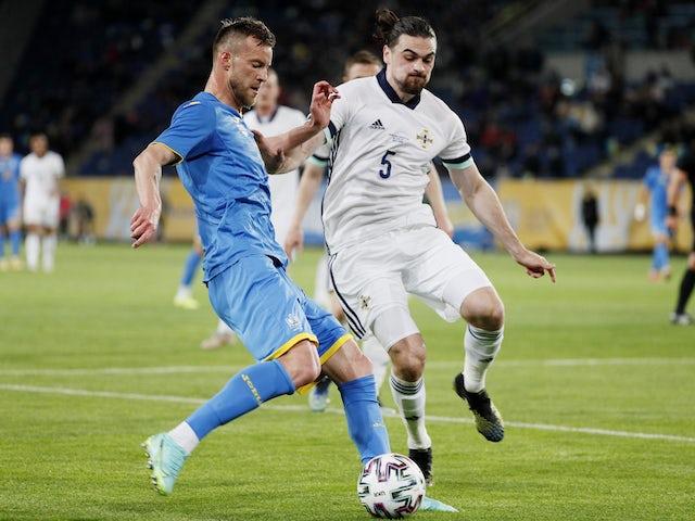 Українець Андрій Ярмоленко проти Північної Ірландії Кьярон Браун 3 червня 2021 року