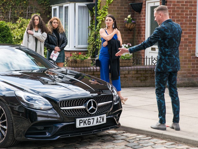 Sean and the Double Glammy girls on Coronation Street on June 21, 2021