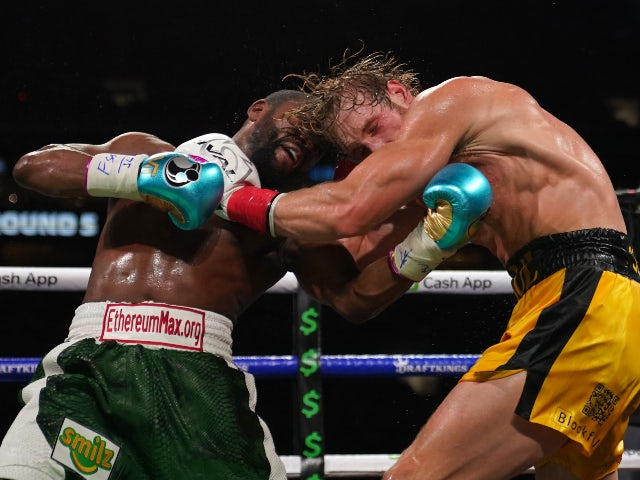 Result: Logan Paul avoids knockout against Floyd Mayweather