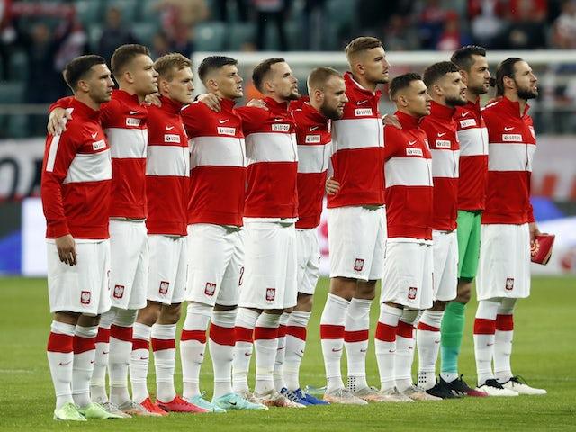 Polscy piłkarze ustawiają się 1 czerwca 2021 r.