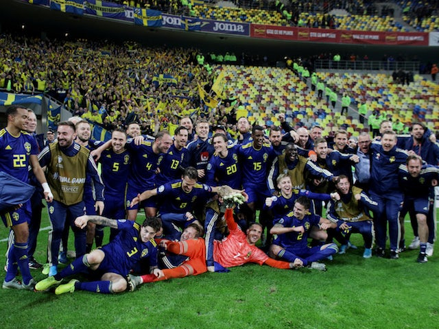 Sweden players celebrate qualifying for Euro 2020 in November 2019