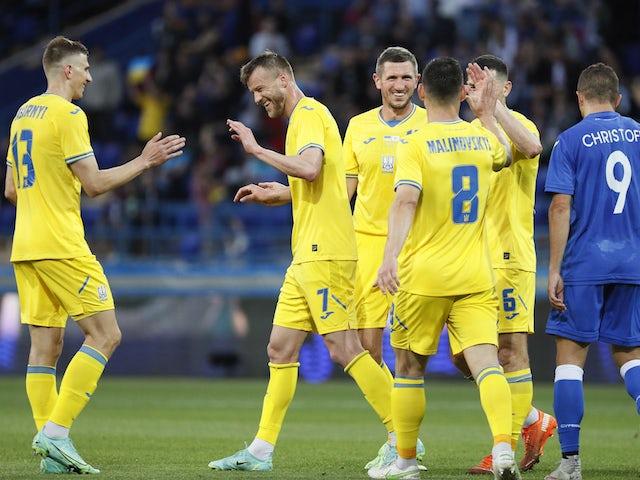 Українець Андрій Ярмоленко святкував свій четвертий гол із товаришами по команді 7 червня 2021 року
