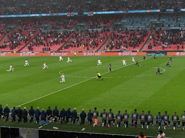 England and Scotland take the knee before Wembley kickoff