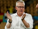 Sweden coach Janne Andersson applauds fans after the match on June 14, 2021