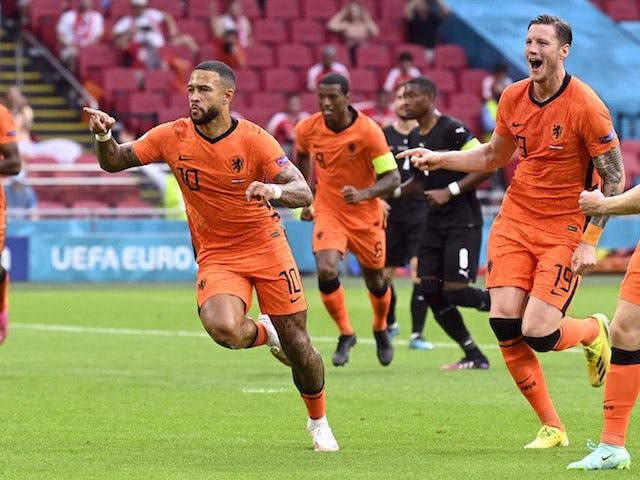 Nederlander Memphis Depay viert zijn doelpunt tegen Oostenrijk op EK 2020 op 17 juni 2021