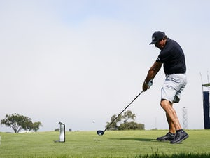 Phil Mickelson makes disappointing start to US Open title bid