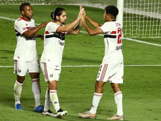 Gabriel Sarah de São Paulo comemorou marcar seu segundo gol com Martin Benitez em 23 de junho de 2021