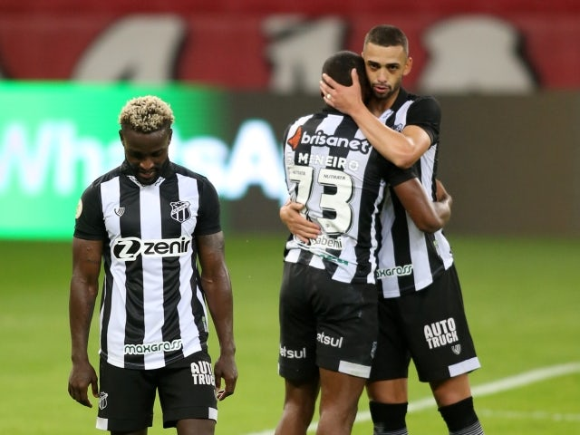 Ceara's Saulo Mineiro with teammates after the match on June 20, 2021