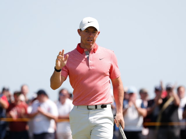 Rory McIlroy throws club after Open collapse on day three