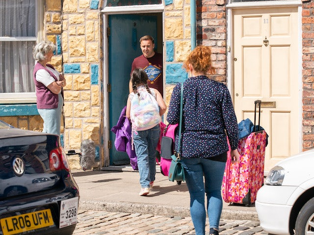 Tyrone and Fiz on the first episode of Coronation Street on August 13, 2021