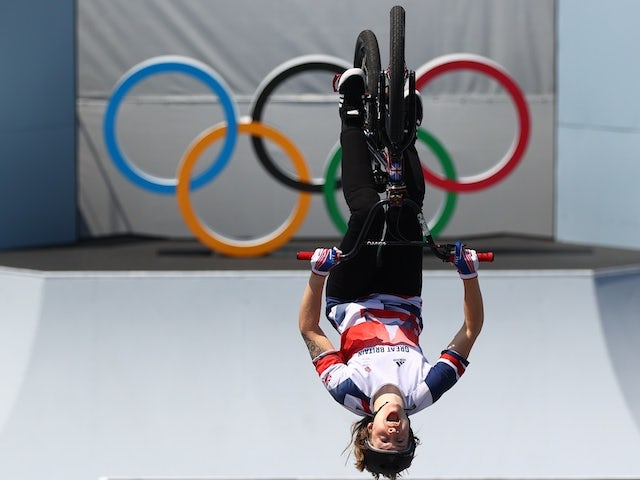 Tokyo 2020: Charlotte Worthington secures BMX freestyle gold