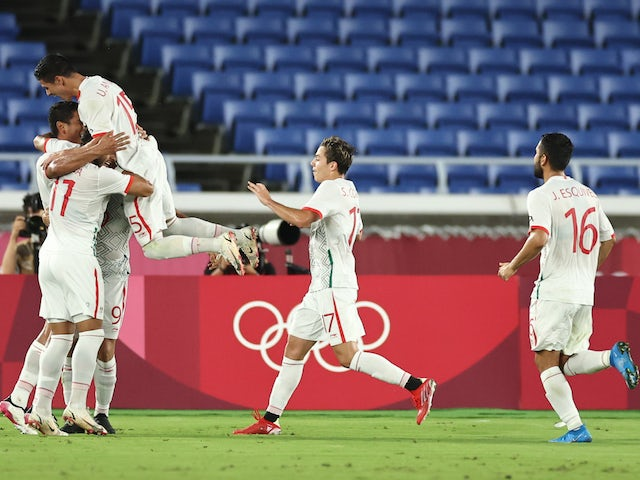 Luis Romo of Mexico celebrates scoring their second goal with teammates on July 31, 2021