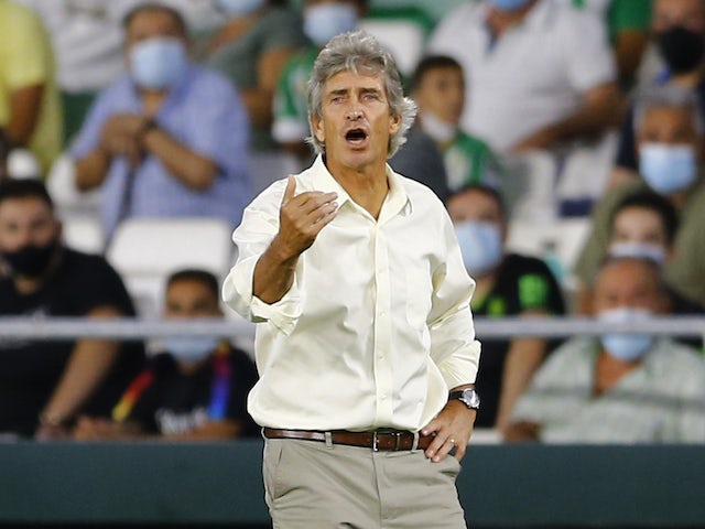 Real Betis coach Manuel Pellegrini gives instructions to his players on August 28, 2021