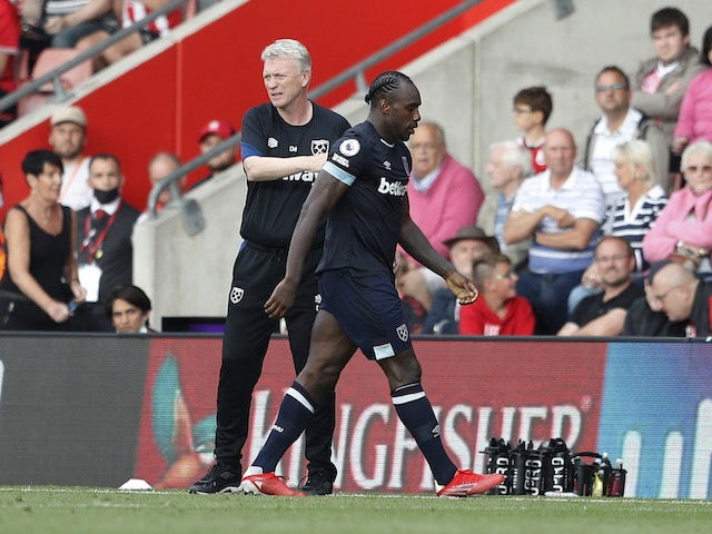 West Ham United manager David Moyes with Michail Antonio as he is sent off on September 11, 2021