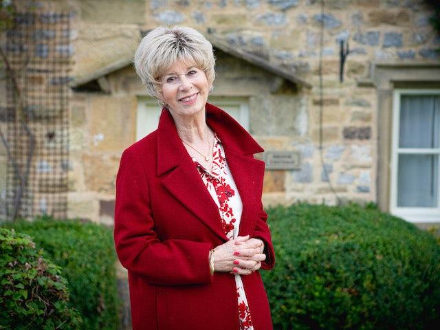 Emmerdale's Elizabeth Estensen announces retirement
