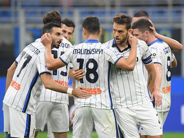 Atalanta's Rafael Toloi celebrates scoring their second goal with teammates on September 25, 2021