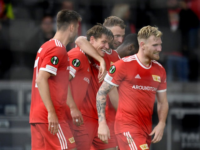 Union Berlin's Kevin Behrens celebrates scoring their second goal with teammates on September 30, 2021