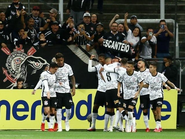 Corinthians' Victor Cantillo celebrates scoring their second goal with teammates on October 6, 2021