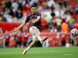Gabriel Martinelli warms up for Arsenal in August 2021