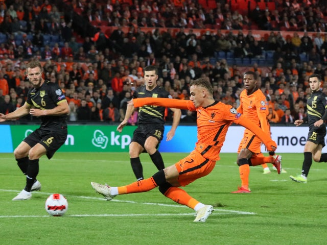 Netherlands' Noa Lang shoots at goal against Gibraltar in World Cup Qualifying in October 2021